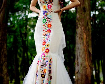 Mexican Wedding Dress. Embroidered Dres for social occasion. Vestido Mexicano. Custom-made. Mexikanische bestickte Kleid
