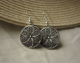 Earrings with flower in a circle