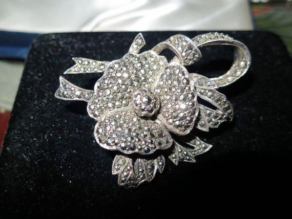 Lovely vintage Deco silver metal marcasite dress clip