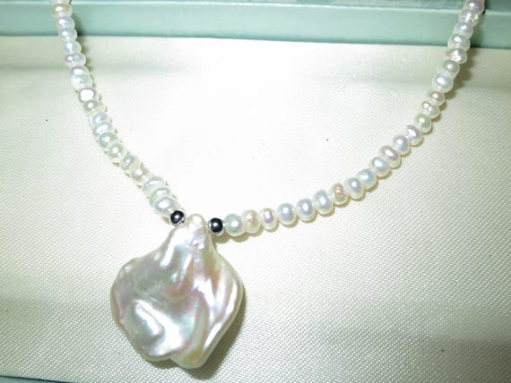 """Lovely 3-4mm small White Baroque Pearl and  Keshi Pearl pendant necklace 18"""""""