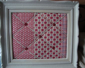 Frame peels mixed linen and flowers