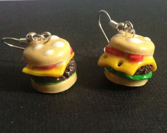 Dangle earrings with miniature Burger with polymer clay.