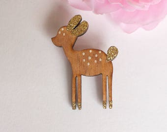DOE brooch made of wood and glitter