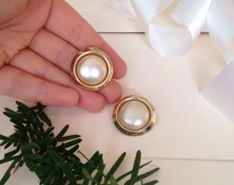 80s Earrings - Clip on Earrings - White and Gold - Clip Earrings - Pearl Earrings - 1980s Earrings - Bridal Earrings - Wedding Jewelry