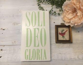 Soli deo gloria // wall decor // wood sign