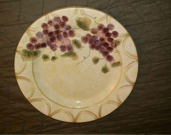 Vintage Oneida Veneto Grape Dinner Plate.