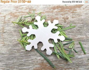ON SALE Snowflake Christmas Ornament, snowflake Ornament, aluminum snowflake, hand cut Ornament, hand stamping Supplies, Quanity  5