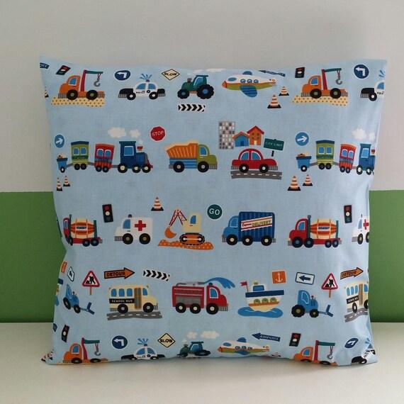 housse de coussin tracteurs bleu enfant. Black Bedroom Furniture Sets. Home Design Ideas