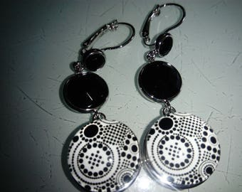 earring cabochon black and white graphic pattern
