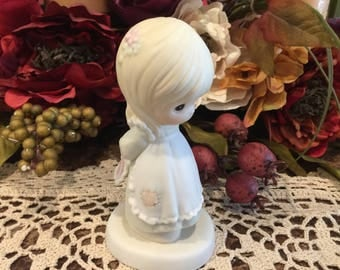 Precious Moments Figurine God is love dear valentine 1989