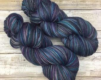 WORSTED WEIGHT | Hand Dyed Yarn | Superwash Merino Wool/Nylon Blend | 100 g. | Earl Grey | 4-ply