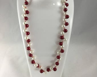 Red and white glass pearl necklace