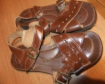 hippy dark brown moses sandals 1970s sz 3.5 leather