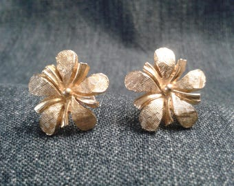 Vintage Gold Tone Jewelcraft Clip On Earrings