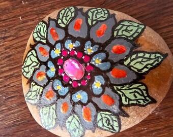 Pebble prints painted flowers has nails
