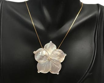 18k gold Mother of Pearl with diamond necklace