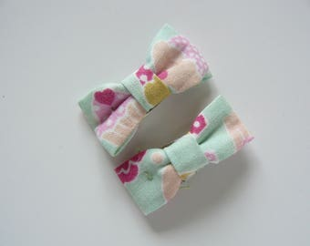 Green and pink daisies fabric bow Barrettes Click Clack child