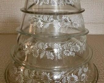 vintage pyrex nesting bowls, vintage pyrex mixing bowls set of 4, vintage pyrex Colonial Mist White Lace mixing bowls, 4 vintage pyrex bowls