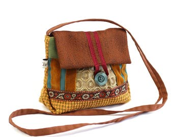 SAC bandoulière en tissu, ochre and Brown small square. Light and practical clutch.