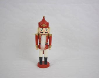 Vintage nut cracker made of wood with movable jaw for cracking hazelnuts. Ref: VLS294