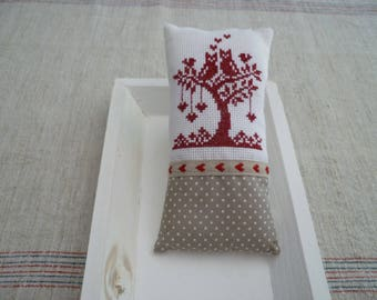 Owls cross stitch Embroidery door cushion and hearts - embroidered decorative pillow hand - model renato parolin.