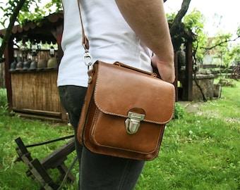 Leather Crossbody Bag / Handmade Messenger Bag / Small Cross body / Minimal Handbag / Everyday bag / Small shoulderbag / Brown satchel bag