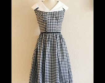 1950s gingham dress/housewife/dapper day / vintage dress/
