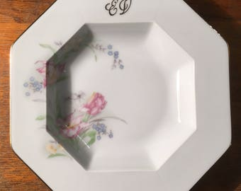 Plate Limoges Gilles Cartier Monogram EV. Decorated with flowers