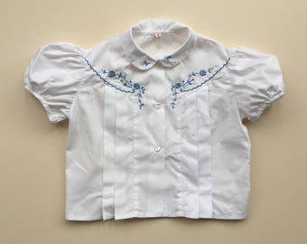 Gorgeous blouse with pin tucks and embroidery - 3/4y