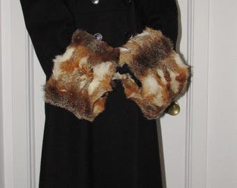 "Chic paire de manchettes  (cuffs)  de  vraie fourrure de renard des prairies/Beautiful pair of real  prairie fox fur  19"" X 6"""