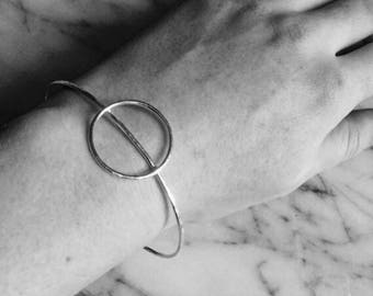 Handmade sterling silver hammered open round circle bangle bracelet | Minimalist | Contemporary