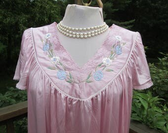 Pink Vanity Fair nightgown Dupont Nylon Antron III Large 1970s USA floral  trim lace