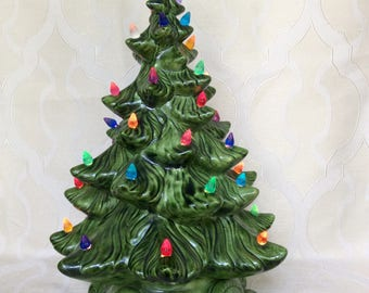 1972 Atlantic Mold Ceramic Christmas with Base and Bulbs Excellent Condition