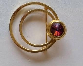 Gold tone brooch with Purple stone