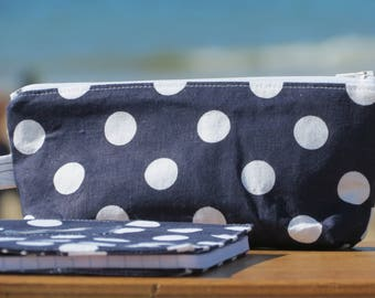 "Case and protects ""back to school"" notebook with white polka dots on Navy cotton"
