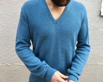 Mens vintage light blue pullover sweater