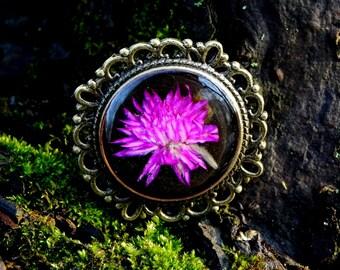 Resin pink Flower Brooch, Bronze Real pressed Flower Brooch, terrarium jewelry, Resin Round Botanical Brooch, Gardening gift, Nature lovers