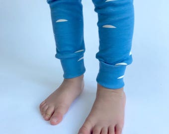 "Eddie & Bee organic cotton leggings in ""blue horizon"" print"