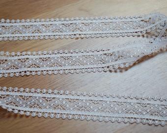 1.5metres * 3.5 cm Ref white guipure lace. 1763