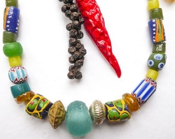 Necklace crew-neck sweater Zimbabwe recycled glass beads