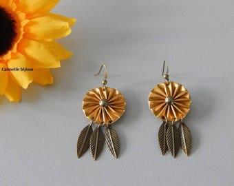 Boucles d'oreilles capsules doré et plumes couleur bronze