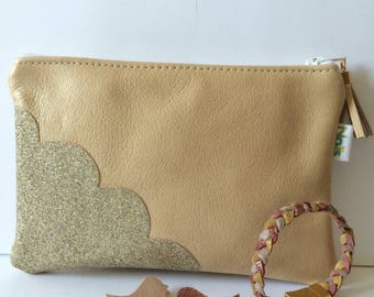 Case in light gold leather makeup/clutch