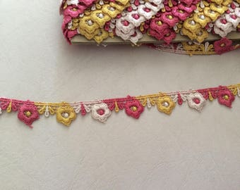 Ribbon lace 2 cm in width to khaki beige and pink