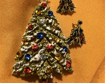 Gorgeous Enamel and Rhinestone Flocked Christmas Tree Brooch and Earring Set. Singed ART. Book Piece