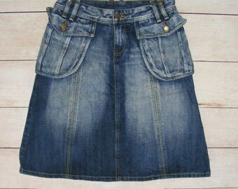 Size 10 vintage 90s knee length a-line skirt fade blue thick  denim (IC13)