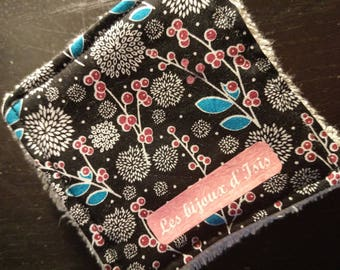 Washable wipes in organic cotton black and floral