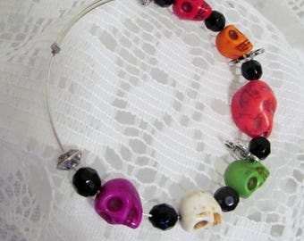 Halloween Skull Bracelet - Day of the Dead Jewelry - Memory Wire Single Bangle Bracelet