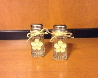 Glass Salt and Pepper Shakers with Burlap Flower, Glass Salt and Pepper Shakers, Salt and Pepper Shakers, Salt Shaker, Pepper Shaker