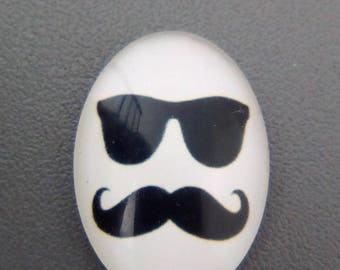 White mustache 25x18mm oval glass cabochon