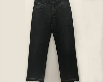 Levis 501 / W34L30 / vintage levis / raw hem jeans / high rise jeans / high waisted jeans / boyfriend jeans / made in USA / black levis